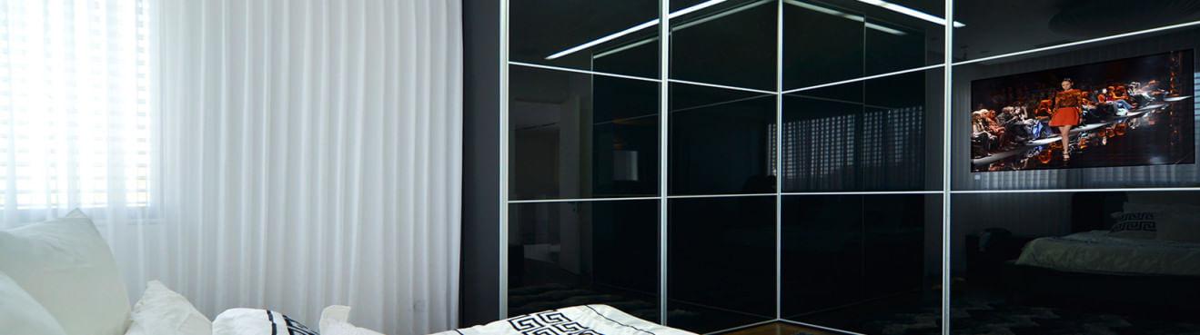 ארון הזזה פינצי שחור עם טלויזיה מובנית